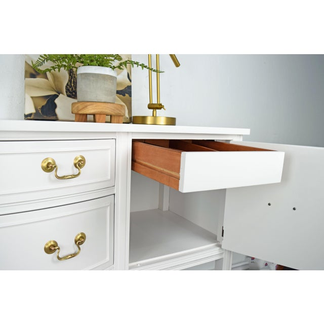 19th Century Traditional Henredon George III Style Mahogany White Sideboard For Sale - Image 9 of 11