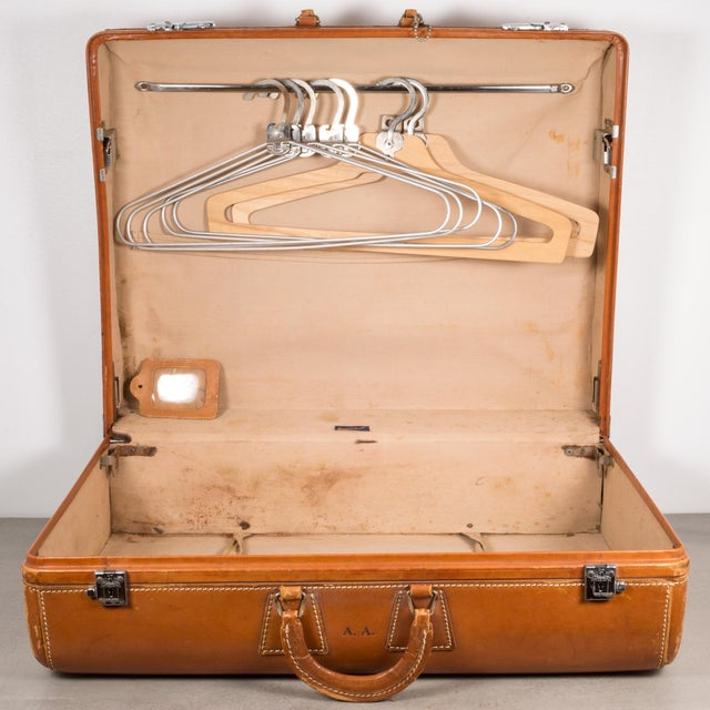 "Vintage ""The Colonel"" Leather Luggage C.1950-1960 For Sale - Image 12 of 13"