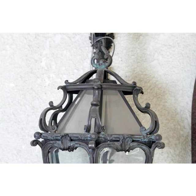 Louis XV Pair of Monumental Louis XV Style Bronze Gas Lanterns For Sale - Image 3 of 11