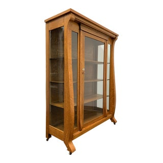 Antique Tiger Oak Art & Crafts Style China Curio Display Cabinet For Sale