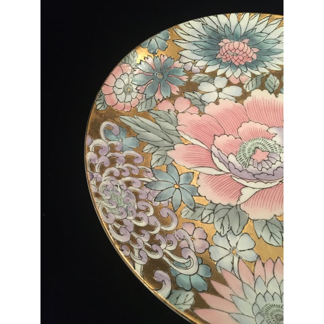 Gorgeous decorative chinois plate in shades of pinks and purples against a gilted background. This beauty is sure to stun...