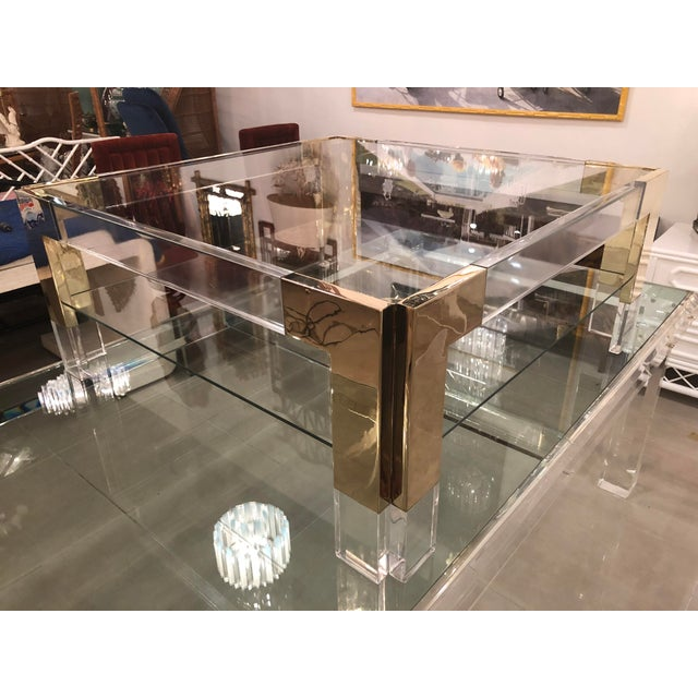 Hollywood Regency Vintage Lucite Brass 2 Tier Coffee Cocktail Table For Sale - Image 3 of 12