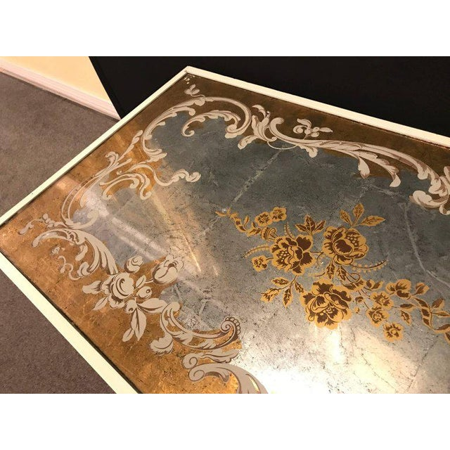 Giltwood Hollywood Regency Eglomise Top Parcel Paint and Gilt Decorated Coffee Table For Sale - Image 7 of 12
