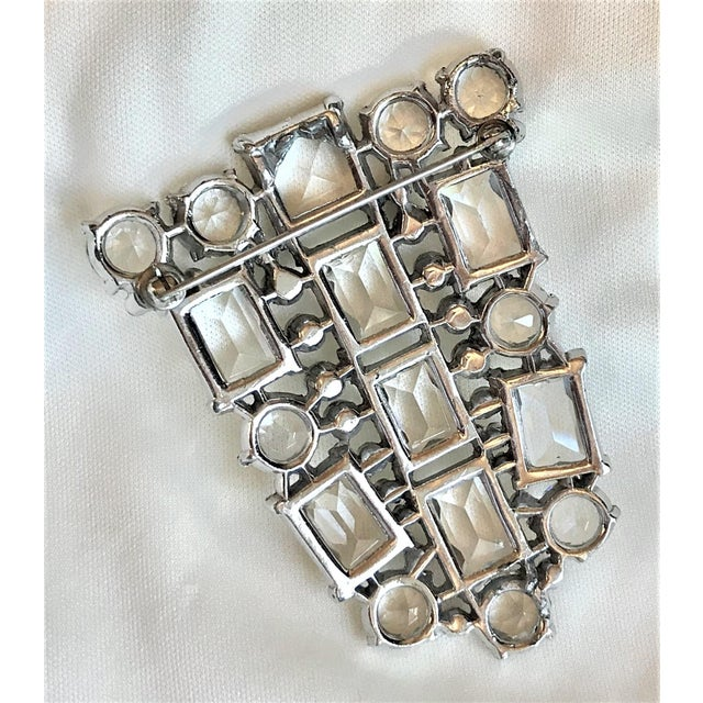 Art Deco Clear Faceted Glass Brooch For Sale In Los Angeles - Image 6 of 7