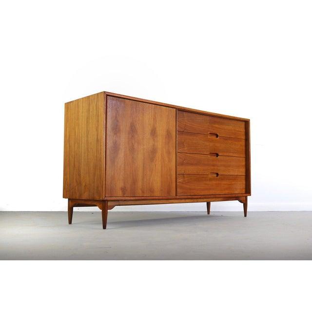Wood 1950s Mid-Century Modern John Keal for Brown Saltman Low Dresser or Credenza For Sale - Image 7 of 7