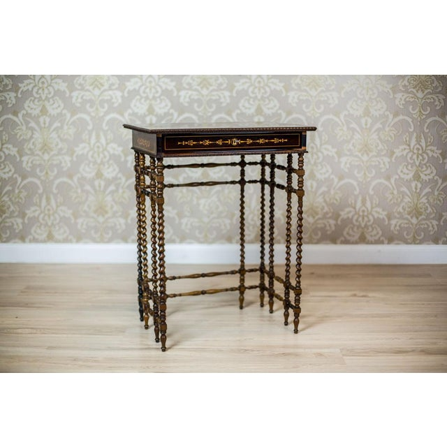 We present you a beautiful sewing table, dated the first half of the 19th century. The rectangular apron is covered in...