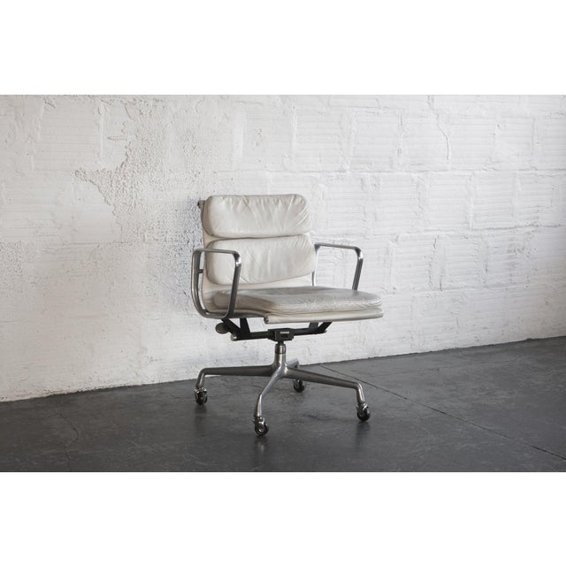 Eames Soft Pad Executive Chair - Image 3 of 6