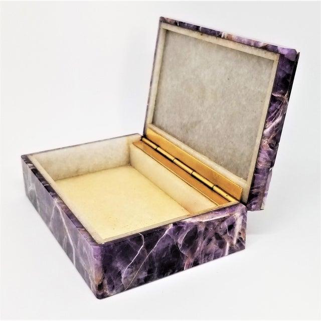 1960s Vintage Amethyst Jewelry Keepsake Box - Magnificent Gemstone Semi-Precious Rock Crystal - Mid Century Modern Palm Beach Chic Alabaster Marble For Sale - Image 5 of 13