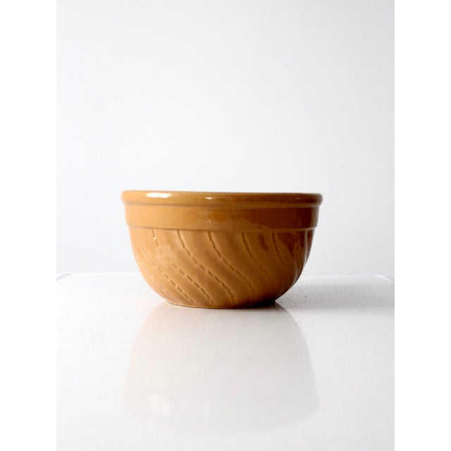 Here is a vintage yellow ware bowl. The large stoneware kitchen bowl features a dashed curving line pattern. In good...