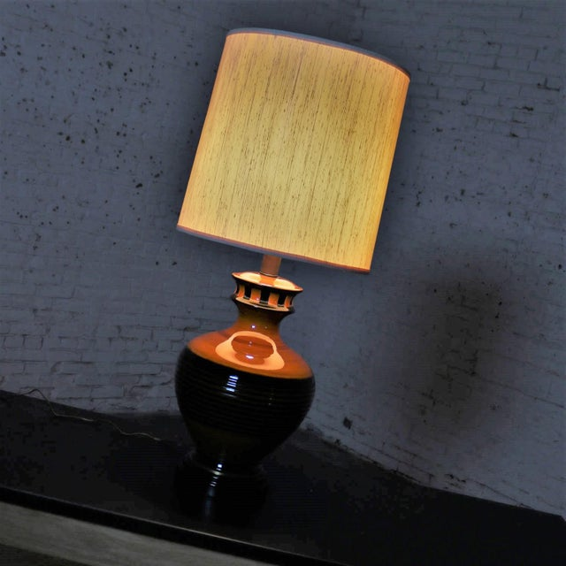 Mid 20th Century Large Brown and Black Mid Century Modern Bulbous Ceramic Lamp For Sale - Image 5 of 13