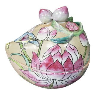 Late 19th Century Chinese Famille Rose Canton Celadon-Glazed Porcelain Peach-Form Presentation Box For Sale