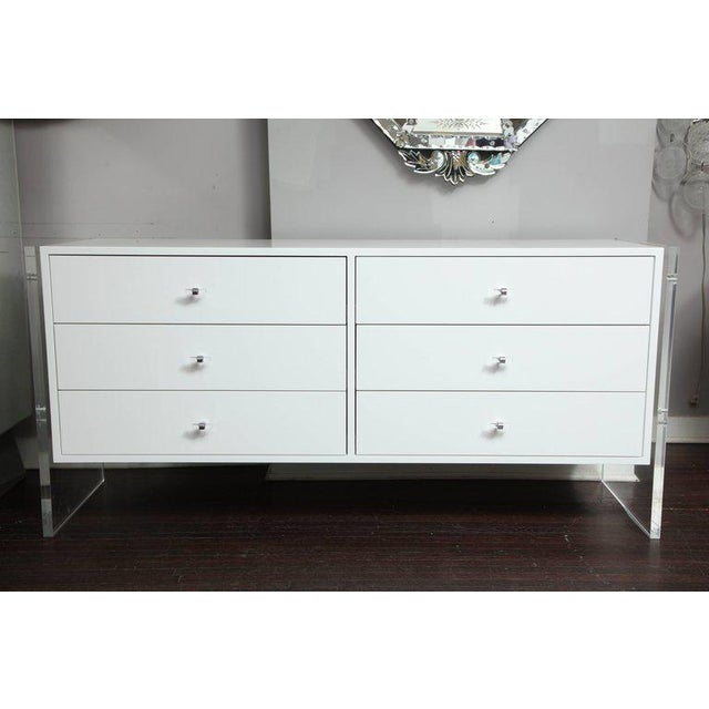 Six-Drawer White Lacquer Dresser with Acrylic Side Panels For Sale - Image 9 of 9