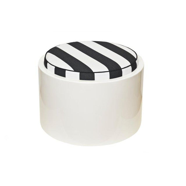 Modern 1970s White Lacquered Resin & Upholstered Round Outdoor Pool/ Patio Benches- Set of 6 For Sale - Image 3 of 8