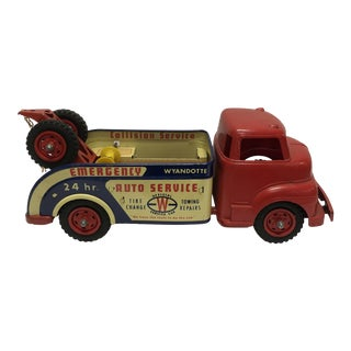 1950s Mid Century Modern Wyandotte Metal and Plastic Toy Tow Truck For Sale