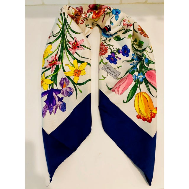 """1970s Gucci """"Flora"""" Scarf With Blue Border For Sale - Image 13 of 13"""