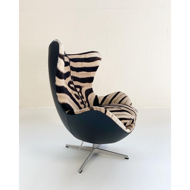 Black Arne Jacobsen for Fritz Hansen Egg Chair in Zebra Hide and Loro Piana Leather For Sale - Image 8 of 13