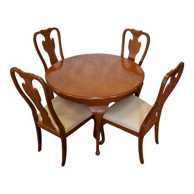 1990s Carleton Oak Drexel Heritage Queen Anne Round Dining Room Set For Sale