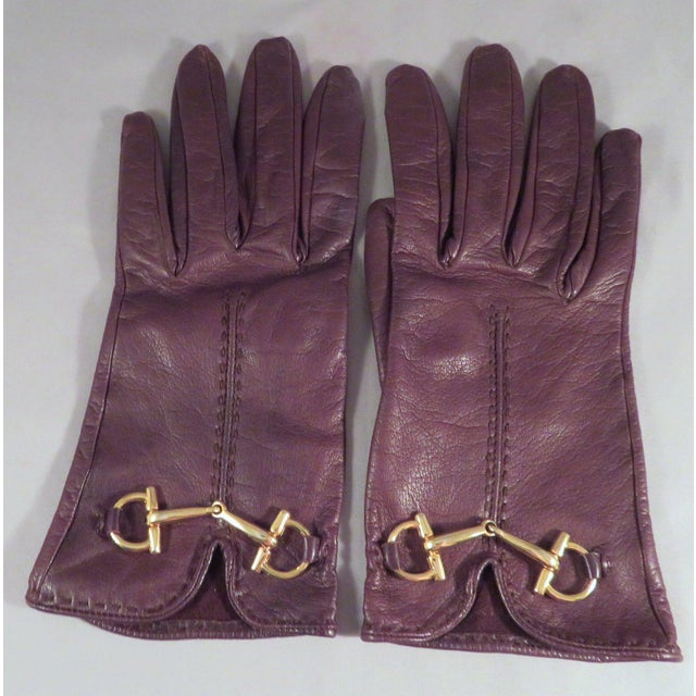 Traditional Vintage Gucci Leather and Gold Horse Bit Driving Gloves For Sale - Image 3 of 10