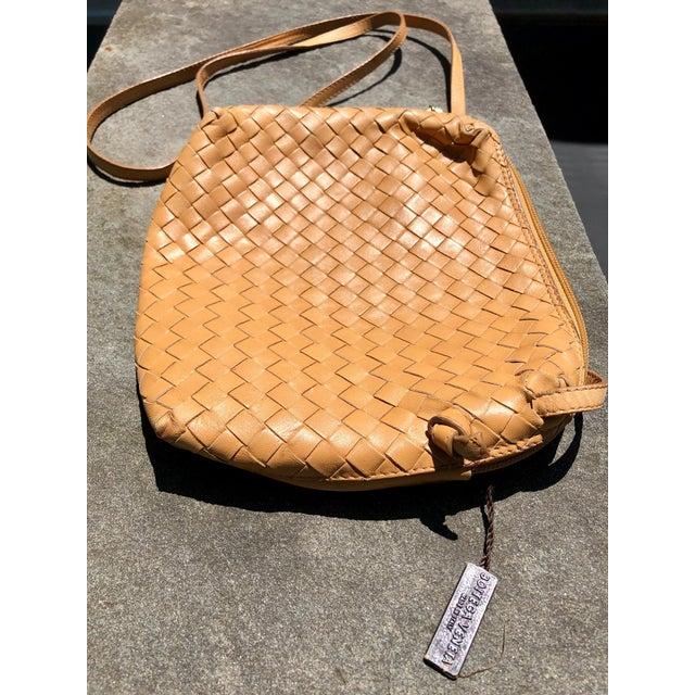 1980s Bottega Veneta Intrecciato Tan Cross Body Bag For Sale - Image 5 of 10