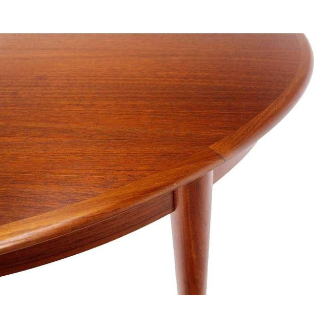 Danish Mid-Century Modern Round Teak Dining Table with Three Leaves For Sale In New York - Image 6 of 9