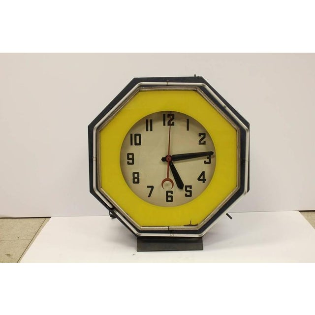 1930s American green neon clock. This piece would look great in a retro room or kitchen.