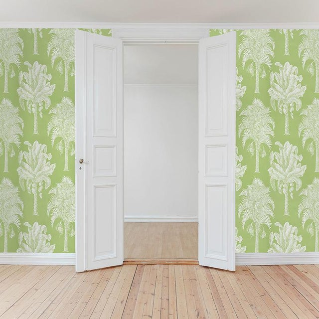 Schumacher Sample - Schumacher Grand Palms Wallpaper in Leaf For Sale - Image 4 of 4