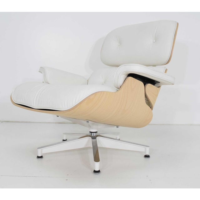 Charles & Ray Eames for Herman Miller Lounge Chair and Ottoman For Sale - Image 9 of 12