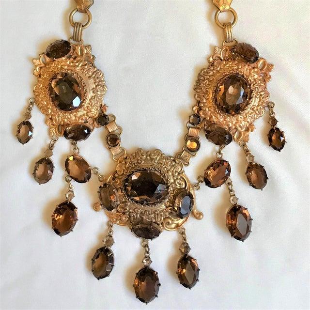 1950s 1950 Gold Tone Smoky Topaz Glass Bib Necklace For Sale - Image 5 of 7