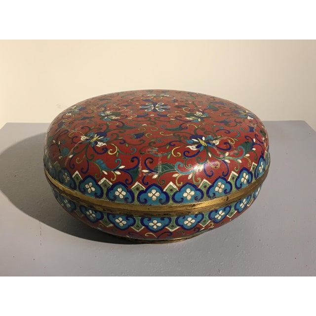 Large Chinese Qing Dynasty Red Cloisonné Round Box - Image 4 of 10