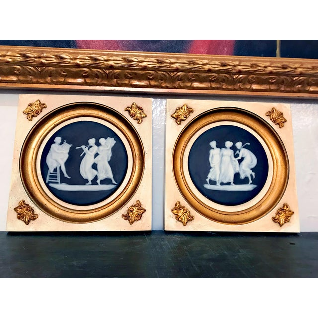 Early 20th Century Wedgwood Wall Hanging Decorative Plates - a Pair For Sale - Image 10 of 10