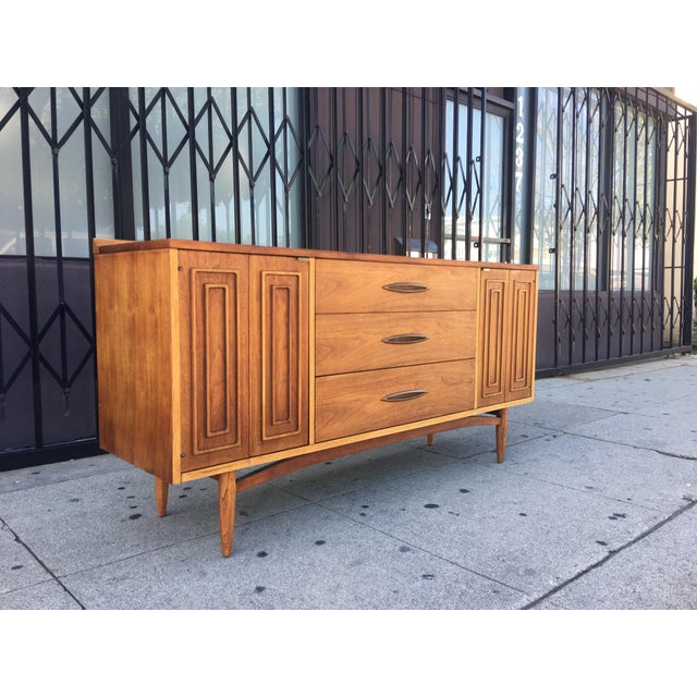Broyhill Tan Sculpture Credenza - Image 10 of 10
