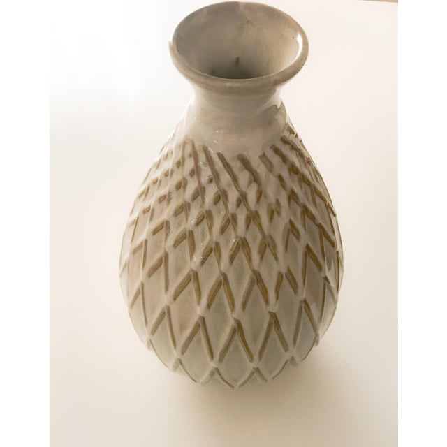 Cream + golden brown glazed vase with raised hatch / diamond markings No chips, cracks or breaks Has a vertical line...