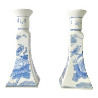 Vintage Mid-Century Chinoiserie Candle Holders in Blue and White - a Pair For Sale