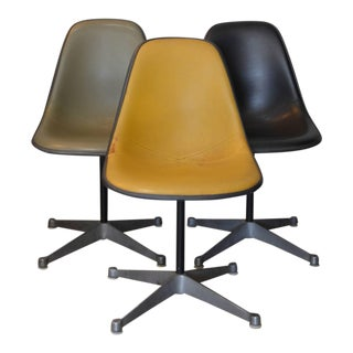 Set of Three Vintage Swiveling Chairs by Eames for Herman Miller For Sale