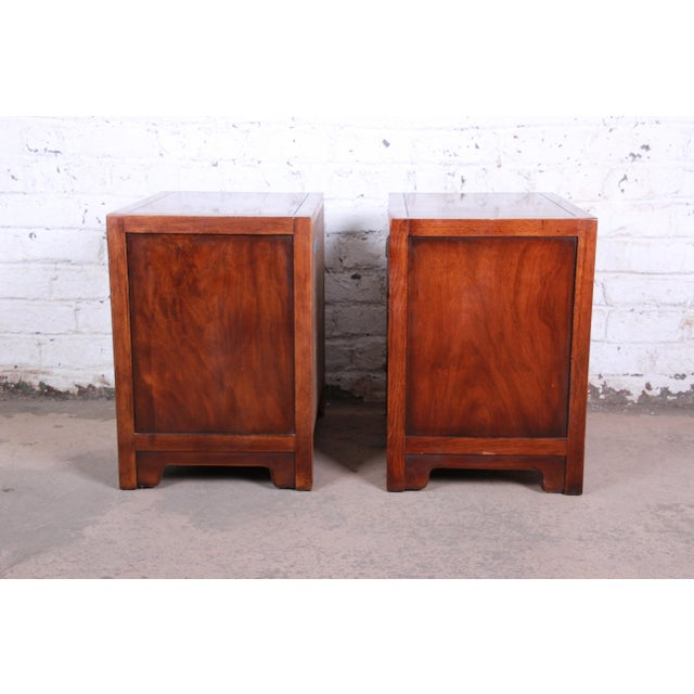 Drexel Heritage Hollywood Regency Campaign Burled Walnut Nightstands - a Pair For Sale - Image 10 of 13