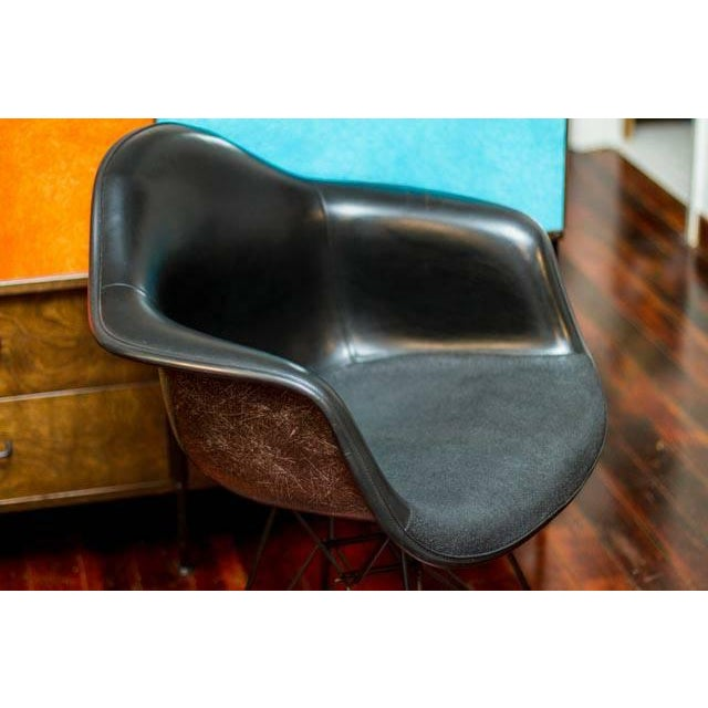 Herman Miller Eames Fiberglass Chair - Image 4 of 5