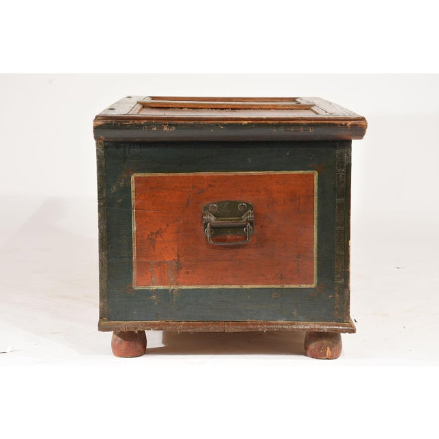 Green 19th Century Scandinavian Polychrome Painted Trunk For Sale - Image 8 of 9