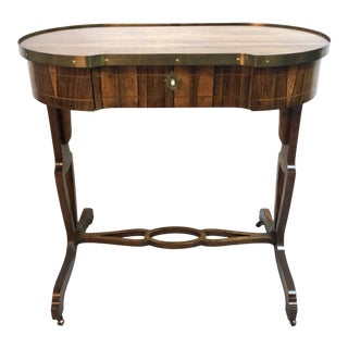 Vintage Baker Oval / Kidney Shaped Side Accent Table For Sale