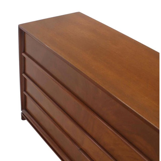Mid-Century Modern Four-Drawer Chest Dresser For Sale In New York - Image 6 of 8