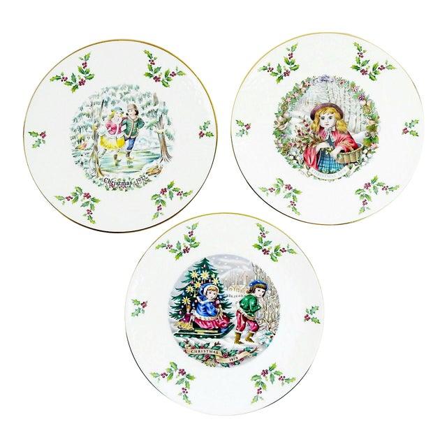 Christmas Plate Set.Royal Doulton Christmas Plates Set Of 3