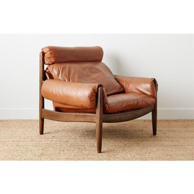 Mid-Century Modern 1970s Mid-Century Modern Brown Leather and Wood Lounge Chair For Sale - Image 3 of 5