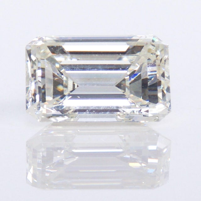 Stunning Emerald Cut Diamond Stone 4.08 Carat, Gia Certified Report For Sale - Image 9 of 9