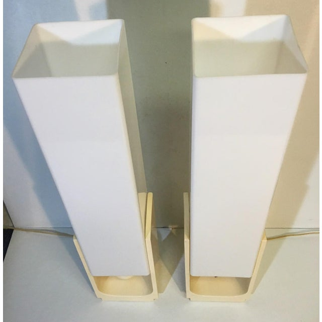 Mid-Century Acrylic Square Tube Table Lamps - A Pair For Sale - Image 4 of 6