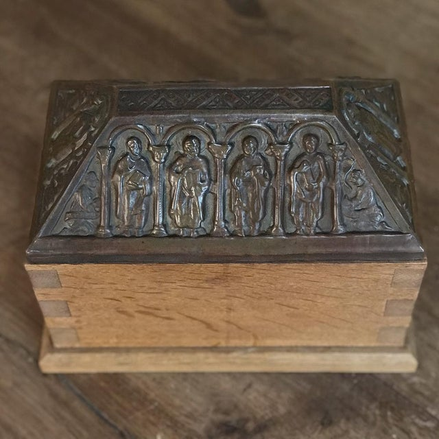 19th Century Dovetailed Wood Box With Pyrimidal Cast Bronze Lid For Sale - Image 10 of 11