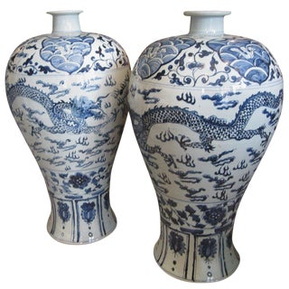 Pair of Chinese Blue and White Vases For Sale