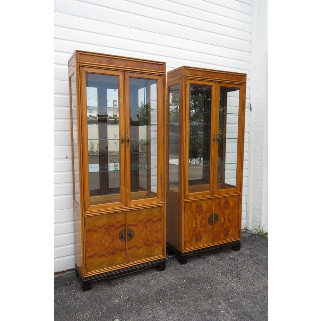 American of Martinsille Hollywood Regency Pair of China Display Cabinets 2398 For Sale - Image 13 of 13