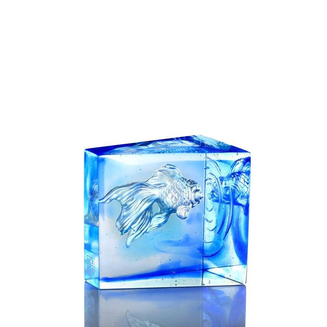 """Contemporary Crystal Goldfish """"Swim Toward Freedom"""" Figurine in Sky Blue Blue Clear For Sale - Image 3 of 3"""