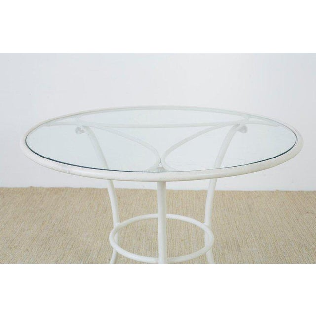 Attractive Brown Jordan aluminum outdoor garden or patio dining table. Featuring an anodized white finish with a round...