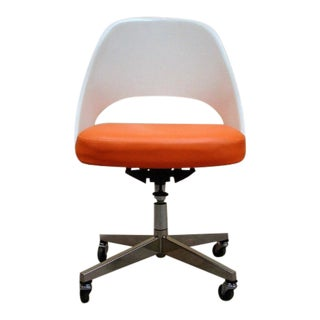 Late 20th Century Knoll Saarinen Executive Side Chair with Casters in Orange and White For Sale