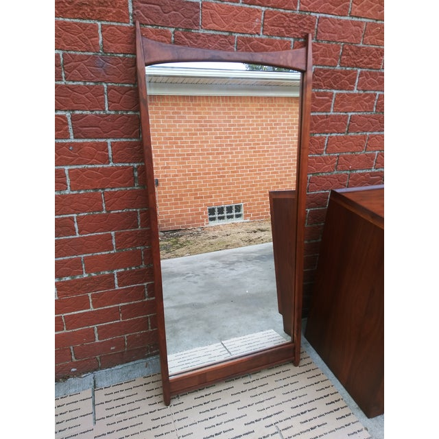 1960s 1960s Vintage Merton Gershun for Dillingham Espirit Collection Walnut Wall Mirror For Sale - Image 5 of 9